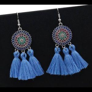 Jewelry - 🚨 5/$20 Blue tassel earrings